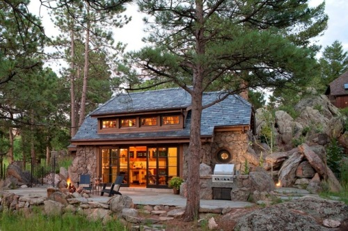 Modern Hobbit Home meets Frank Lloyd Wright