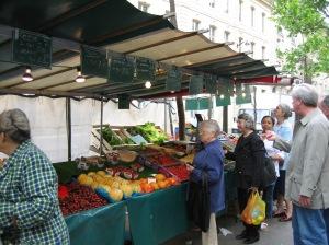 Rue Raspail organic market photo - Karen Anderson